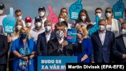 Actualul prim ministru ceh, Andrei Babiș, în timpul unui discurs campania pentru alegerile de anul acesta. Momentan, Babiș conduce în sondaje dar rămân întrebări despre cum vor vota tinerii și membrii electoratului dezinteresați de direcția lui Babiș.