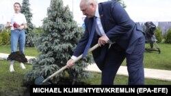 Александр Лукашенко во Ржеве. Вместе с Владимиром Путиным