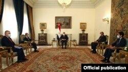 Egypt - Egyptian President Abdel Fattah al-Sisi (C) meets with Armenian Foreign Minister Zohrab Mnatsakanian, Cairo, September 14, 2020.