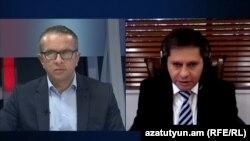 Армен Харазян (справа) дает интервью Азатутюн ТВ