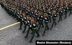 Parakalimi i ushtarëve rusë në Sheshin e Kuq. Moskë, 9 maj, 2021.