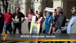 Anti-Odor Activists Assert 'Right To Breathe' In Lviv