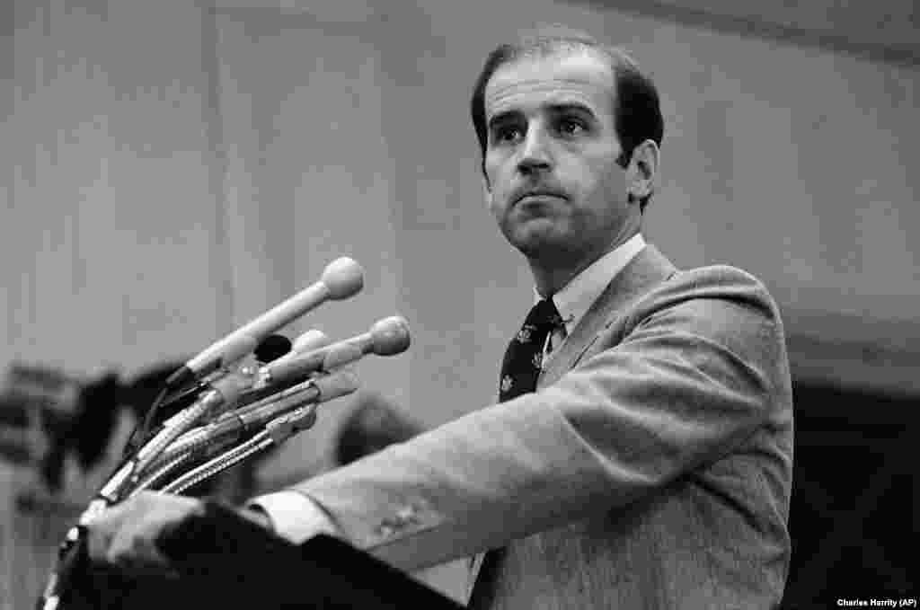 Joe Biden Delaware szenátoraként részt vesz egy washingtoni sajtótájékoztatón 1979-ben.