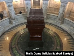 Napóleon sírja a Párizs 7. kerületében lévő Invalidusok házában.