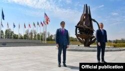 Претседателот Стево Пендаровски се сретна со генералниот секретар на НАТО, Јенс Столтенберг