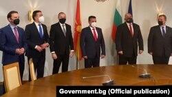 Македонската делегација предводена од премиерот Зоран Заев со бугарскиот премиер Бојко Борисов во Софија
