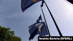 U Prištini zastave na pola koplja u znak žalosti zbog stradalih u nesreći u Hrvatskoj, 26. jul