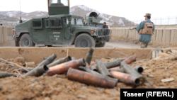ارشیف، غزني کې یو شمېر افغان پولیس د عملیاتو پر مهال