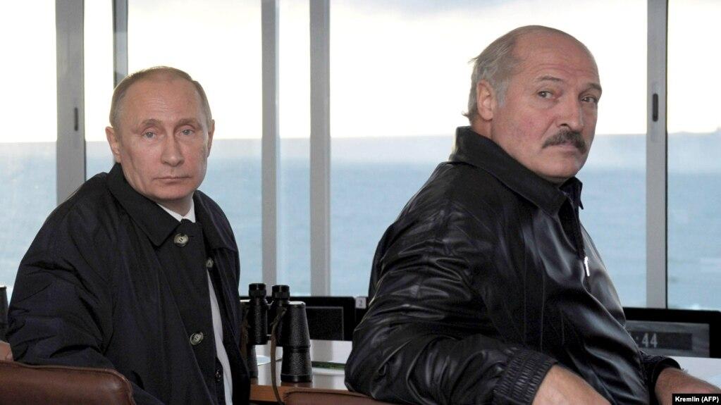 Владимир Путин и Александр Лукашенко на военных маневрах