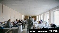 У Львові для хворих на COVID відкрили нове відділення у приміщенні медичного коледжу – фоторепортаж