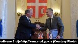 Ministri odbrane Velike Britanije i Srbije Ben Wallace i Nebojša Stefanović tokom susreta u Beogradu 16. juna