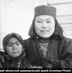 Чухсамма с дочерью от Пилсудского. Сахалин.