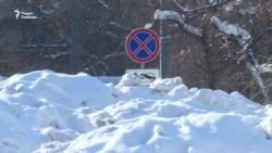 Гигантская свалка снега в центре Москвы