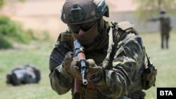 """В четвъртък в Пловдив се проведе открит ден на многонационалното военно учение """"TROYAN FOOTPRINT SOUTH-21"""" на специалните сили. Целта на учението е да се повиши подготовката и координацията на силите за специални операции на НАТО и САЩ."""