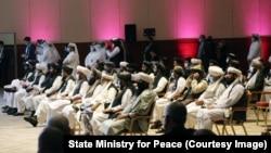 آرشیف، شماری از اعضای رهبری طالبان در مذاکرات میان افغانان در قطر