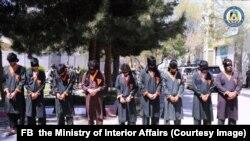 ده تروریست طالب که به اتهام کشتار هدفمند از سوی پولیس بازداشت شده اند.