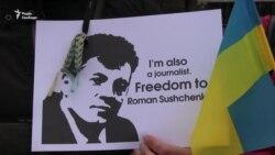 Українці під посольством Росії в Києві: «Мабуть, будь-який український журналіст – це ворог»
