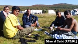 Zbog manjka kapaciteta, dio migranata ispred kampa 'Lipa'