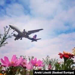 Érezhetően élénkül a légiforgalom, a pilóták ismétlő-oktatáson is átestek.