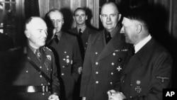 Маршал Ион Антонеску (слева) и Адольф Гитлер на переговорах в Берлине в 1943 году