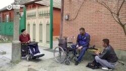 """""""Аллах дал мне шанс"""". Колясочник из Чечни ремонтирует коляски бесплатно"""