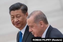 Президент Турции Реджеп Тайип Эрдоган и президент Китая Си Цзиньпин присутствуют на церемонии в Большом зале народных собраний в Пекине, Китай, 2 июля 2019 г.