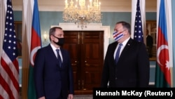 Secretarul de Stat Mike Pompeo și ministrul armean de externe Zohrab Mnatsakanian, 23 octombrie 2020