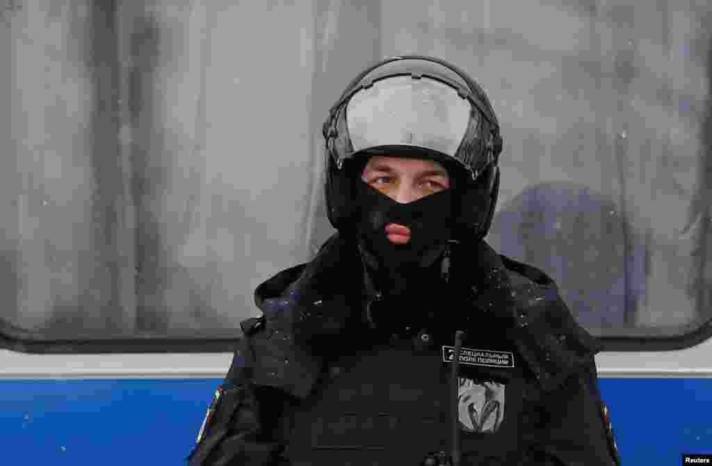 Полицейский на акции в Москве