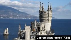 Замок «Ластівчине гніздо»