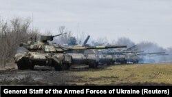 تانکهای نیروهای اوکراین در نزدیکی مرز شبه جزیره کریما
