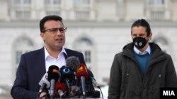 Заедничка прес-конференција на премиерот Зоран Заев и лидерот на Сојузот на средношколци Бленди Ходаи по средбата за матурата