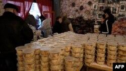Budapeştdə restoran pandemiya dövründə pulsuz yemək paylayır
