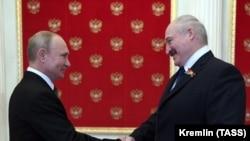 Президент России Владимир Путин и президент Беларуси Александр Лукашенко (справа), Москва, 24 июня 2020 года