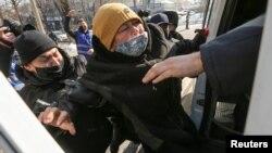 Задержание во время антиправительственной акции протеста.