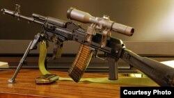 Modelul cu lunetă al mitralierei Kalașnikov este cel mai nou din această gamă.