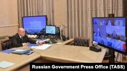 Громадяни Росії можуть виїхати з країни для того, щоб подбати про хворих родичів, а також виїхати на роботу, навчання і для отримання медичної допомоги за кордоном, повідомив на нараді прем'єр-міністр Михайло Мішустін