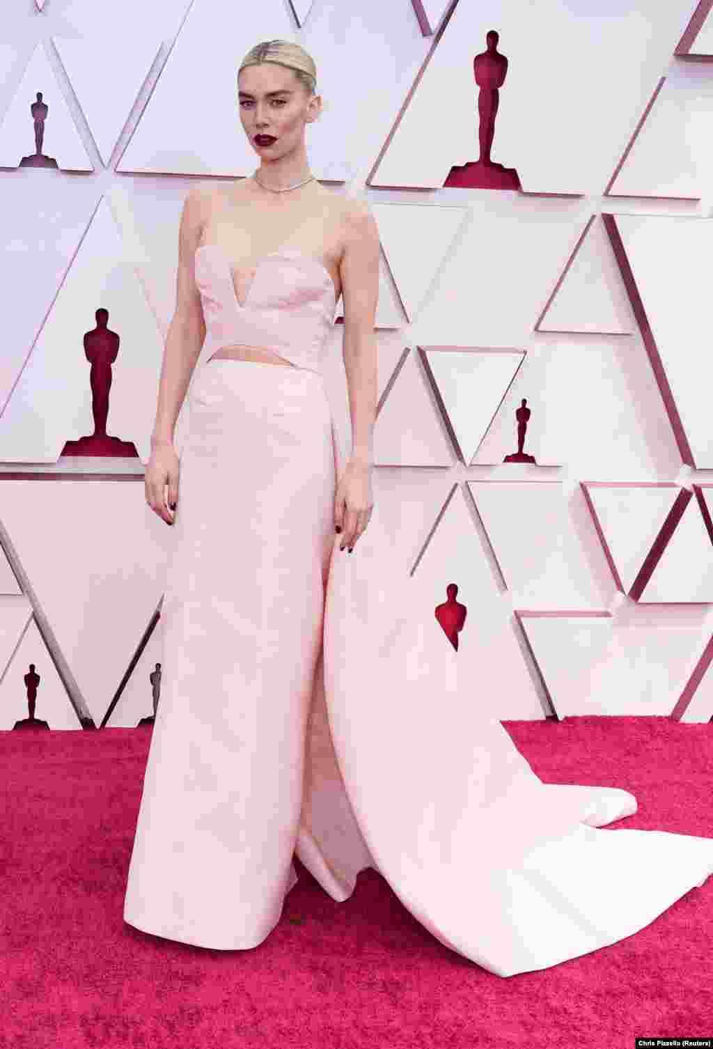 Április 25-én éjjel tartották a 93. Oscar-gálát, amelyen ezúttal magyar filmnek nem, de Vanessa Kirby-nek szurkolhattunk. A brit színésznőtMundruczó KornélPieces of a Womancímű filmjében nyújtott alakításáért jelölték a legjobb női főszereplő kategóriában. A díjat végül nem ő vehette át, hanem Frances McDormand, A nomádok földjéért.