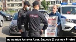 Пикет в Барнауле против снятия кандидатов с выборов в Госдуму РФ