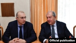Президент Армении Армен Саркисян (справа) и исполнительный директор фонда «Айастан» Айкак Аршамян