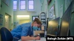 медицинска сестра во болницата Сент Ласло, 2021.04.15.