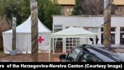 Šator ispred zgrade kantonalne Vlade, Mostar, 24. januar 2021.