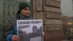 Пикеты в поддержку Ильдара Дадина в Петербурге