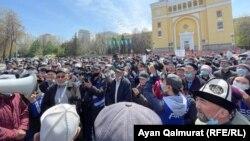 Участники земельного митинга в Алматы. 24 апреля 2021 года.