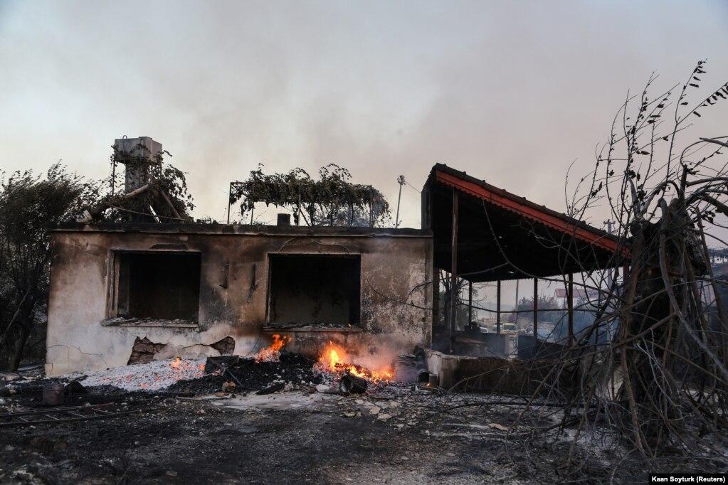 Autoritetet turke kanë thënë se është herët të përcaktohet shkalla e dëmeve.