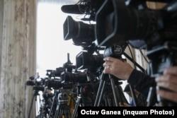 Mare parte din programul televiziunilor de știri din România e ocupat de emisiunile în care sunt invitați politicieni.