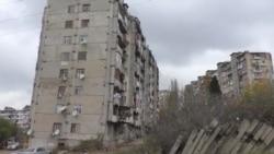 Bakıdakı əyilmiş bina uça bilər