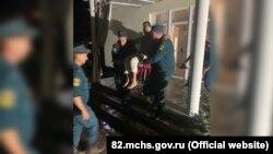 Эвакуация жителей дома в Краснолесье Симферопольского района, 11 августа 2021 года