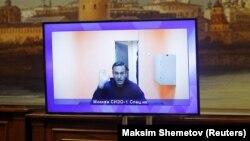 Алексей Навални по време на изслушването пред съда