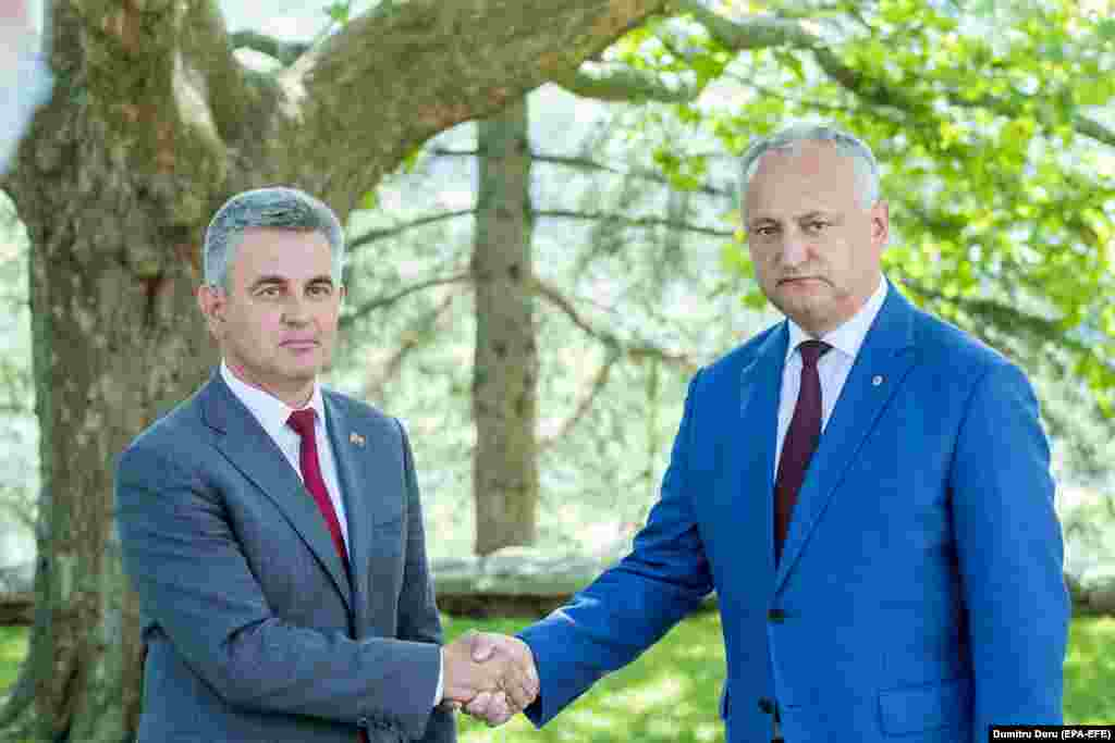 Transdniester head Krasnoselsky (left) met with Moldovan President Igor Dodon at his official residence in the village of Condrita on July 28. Dodon is seen as pro-Russian and has said that talks on a settlement of the frozen conflict are going in the right direction.