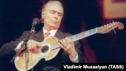Nikolai Slichenko performing in Moscow in 1995.